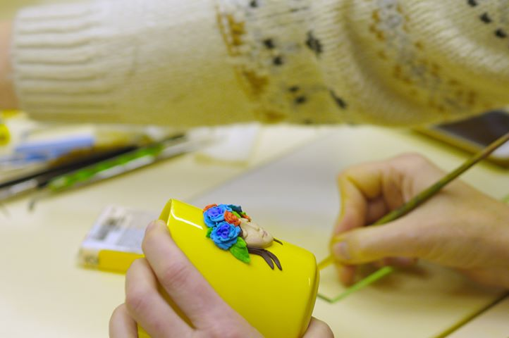 Мастер — класс из полимерной глины «Девушка в цветах» - фото