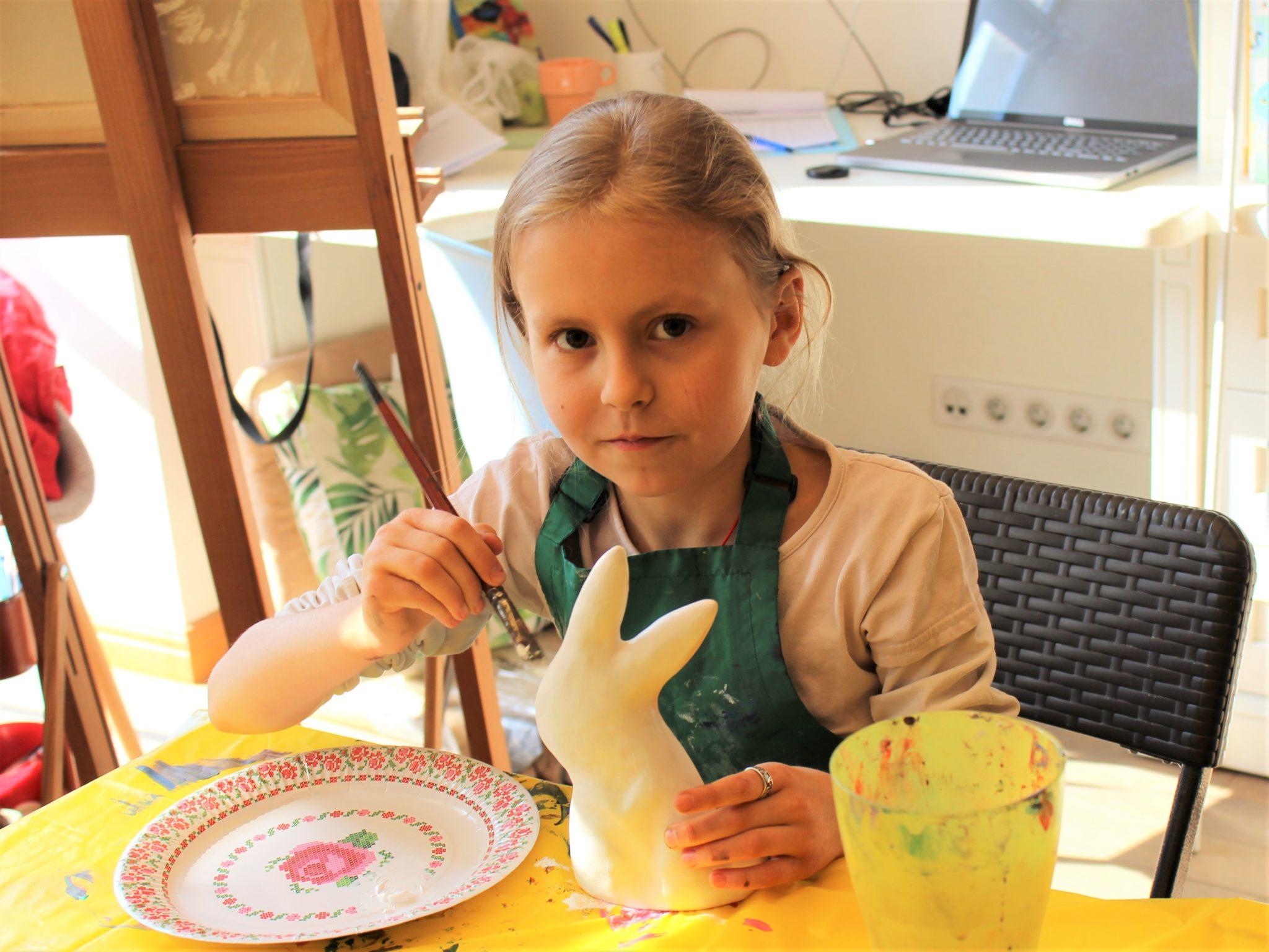 Майстер – клас з розпису пасхальних зайчиків - фото